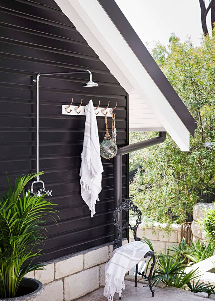 """The outdoor shower zone is not only wonderfully practical, but also high on style – thanks to the home's striking grey facade. """"A lot of people go for greens thinking that they blend with the bush,"""" says Martyn. """"But the greys and blacks blend much better."""" Adds Tara: """"We wanted the darkness of the trees.""""  Tara has shared a host of fabulous outdoor makes, including customised [pots](http://www.homebeautiful.com.au/article/outdoor/outdoor-makes target=""""_blank""""), [a shelf](http://www.homebeautiful.com.au/article/outdoor/taras-easy-outdoor-makes target=""""_blank"""") and a beautiful [table centrepiece](http://www.homebeautiful.com.au/article/outdoor/taras-easy-weekend-projects target=""""_blank"""")."""